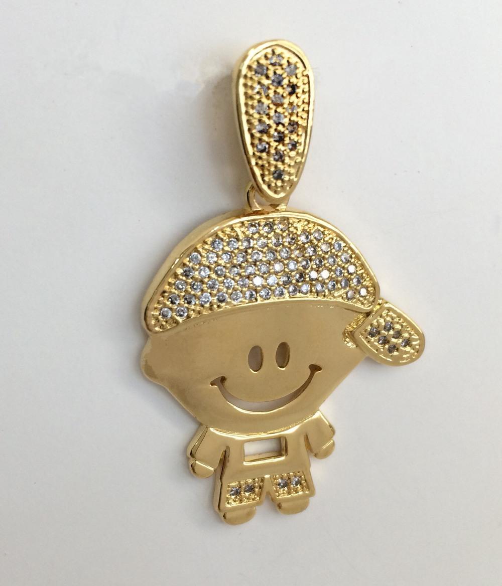 imagem Pingente de Menino Cravejado com Pedras de Zircônia Banhado a Ouro 18k.