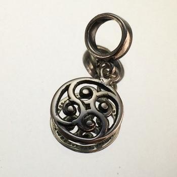 imagem Berloque em Prata Envelhecida 925 de Mandala em Espirais.