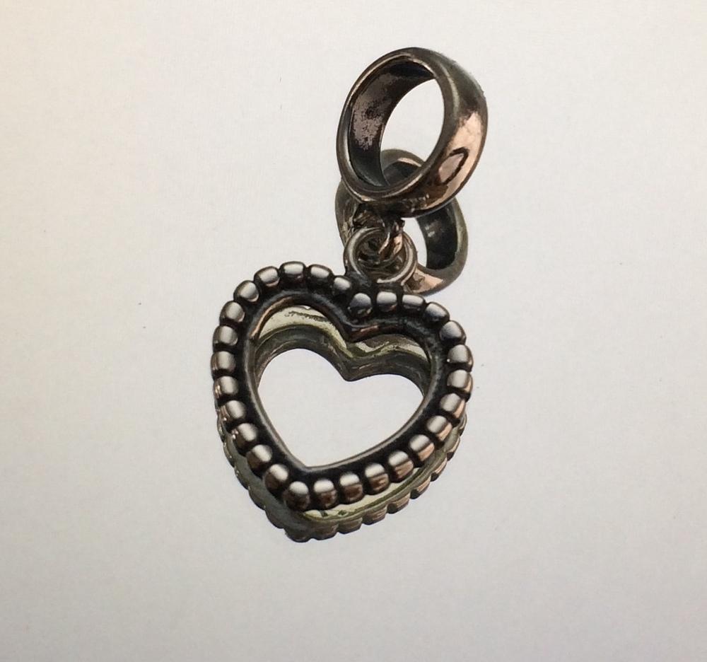 imagem Berloque de Prata Envelhecida 925 de Coração Vazado.
