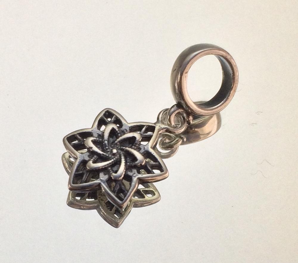 imagem Berloque de Prata Envelhecida 925 com Mandala de Estrela.