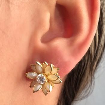 imagem Brinco Banhado a Ouro 18k de Flor com Pedras.