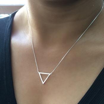 imagem Corrente com Pingente Geométrico de Triângulo em Prata 925.