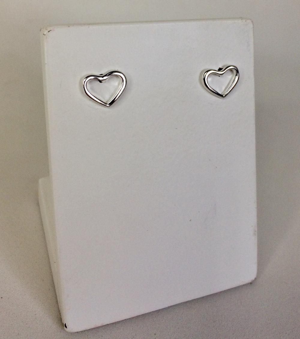 imagem Brinco de Prata 925 de Coração Pequeno Vazado.