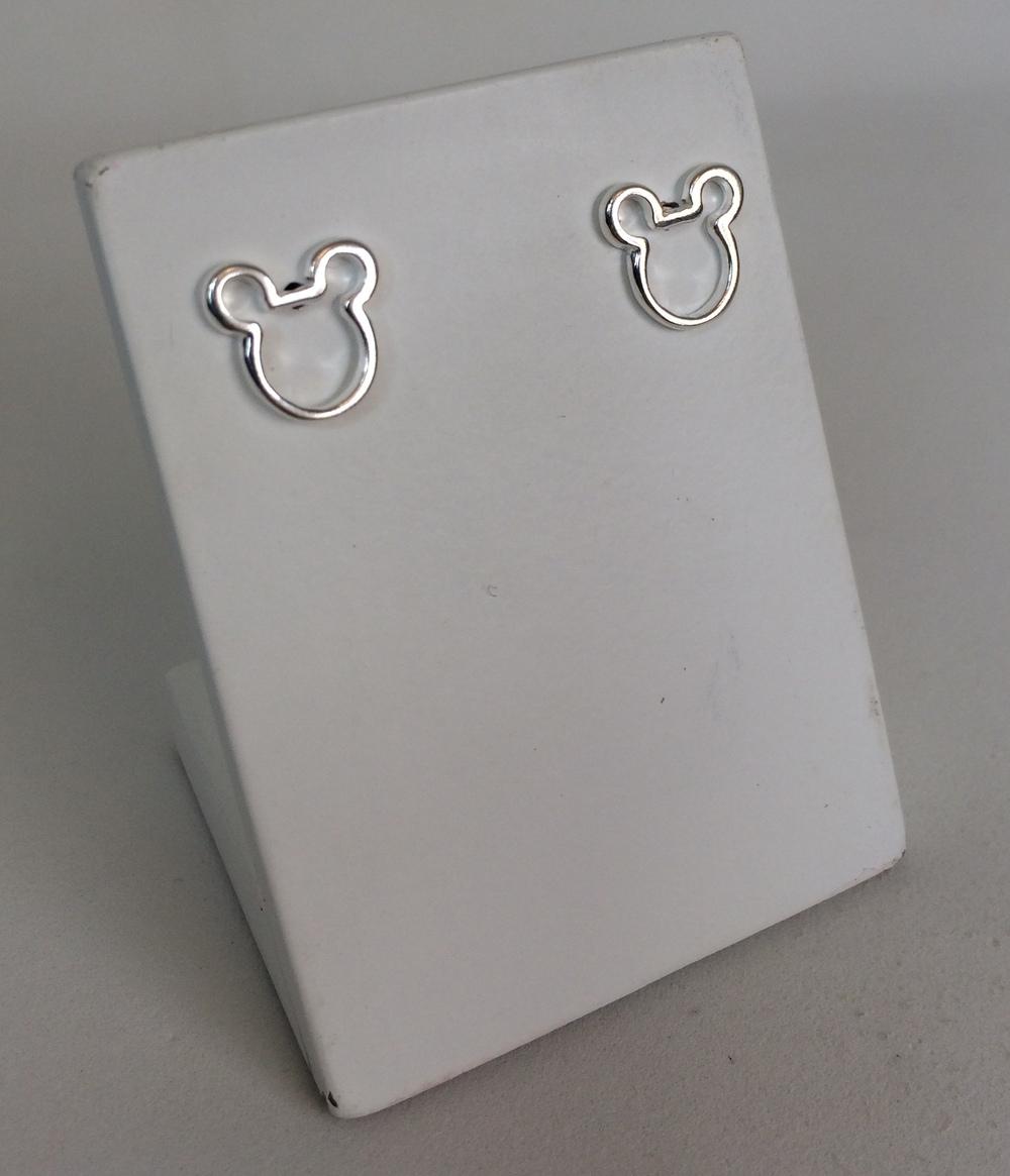 imagem Brinco Mickey Mouse Vazado em Prata 925.