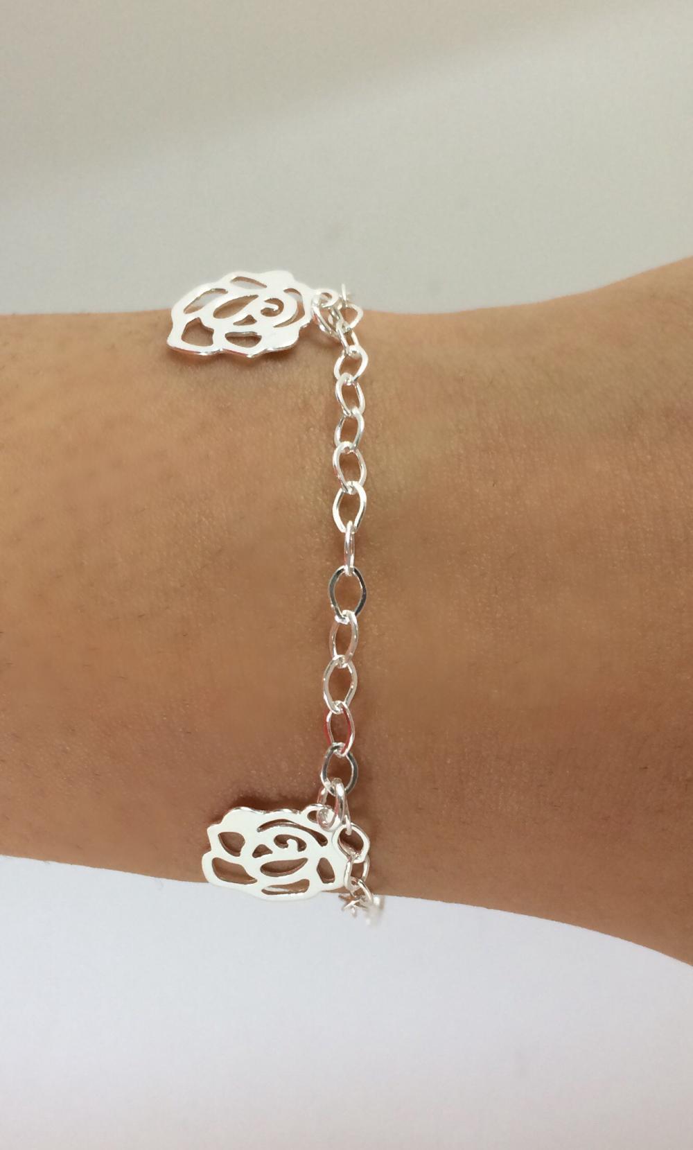 imagem pulseira de Elos com pingentes de rosas
